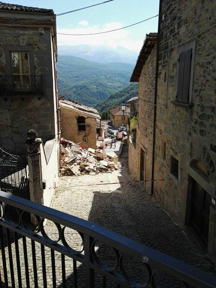 EARTHQUAKE IN CENTRAL ITALY: BACK TO SCHOOL!