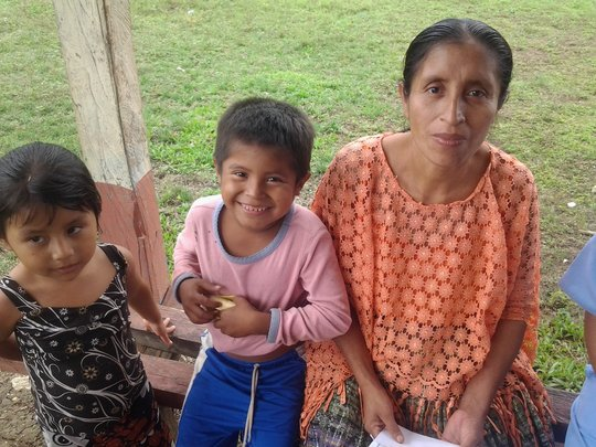 Woman waits with her children, Clinic in Raxruha