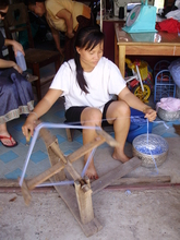 Spinning cotton recycled from a clothes factory