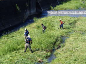 Volunteers maintaining the irrigation canal.