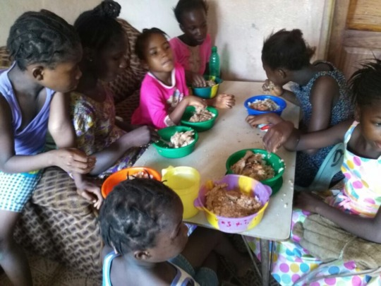 Dream Home kids eating