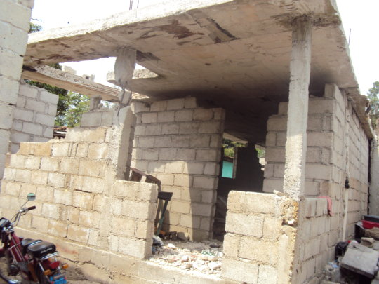 A shelter house for dislocated families in Haiti