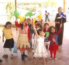 Kindergarteners made 1000 pinwheels for peace