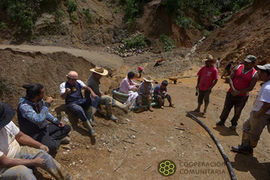 Discussing with Lucerna Baja the new landslides