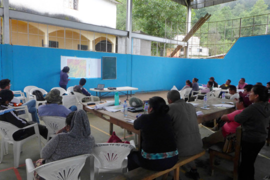 Analyzing risk workshop in two communities
