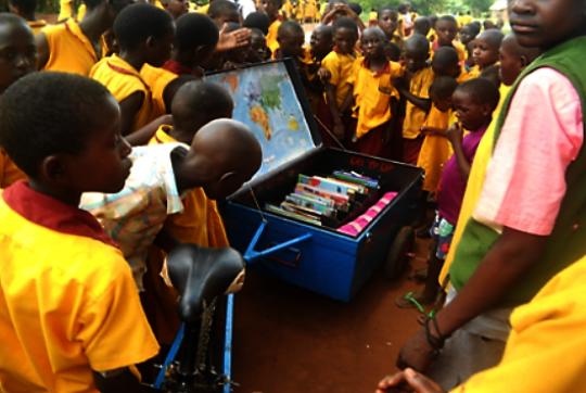 Nambi Sseppuuya mobile library arrives at school.