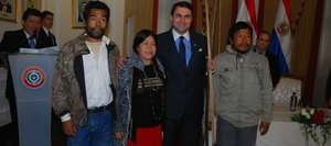 Senior Ache leaders with the President of Paraguay