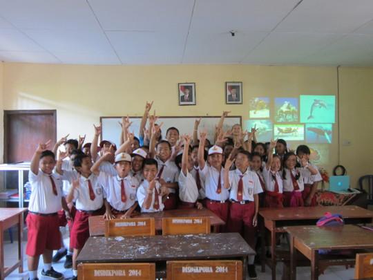 SDN 3 Lembongan students