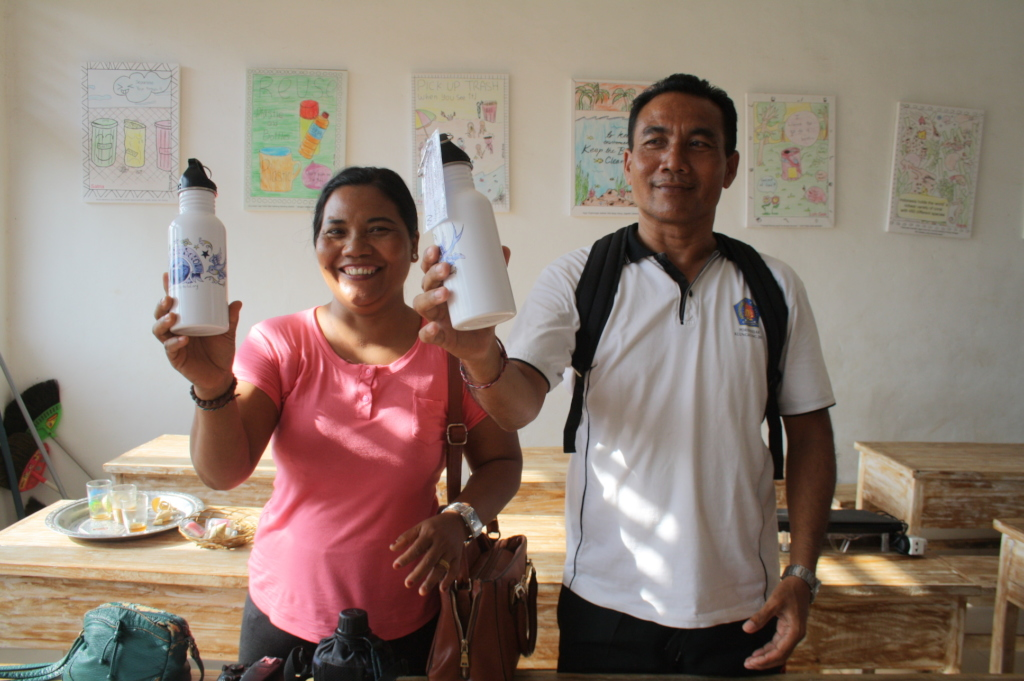 Workshop participants and their bottles