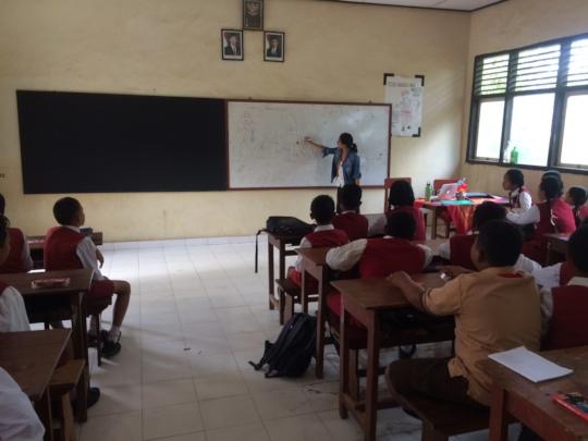 Environmental educator Herni Frilia at SDN 1