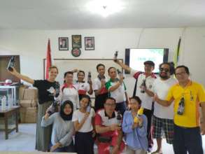 Teachers at SDN 3 learning about plastic pollution