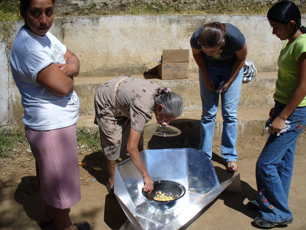 Solar Cooking to Help Women Affected by War