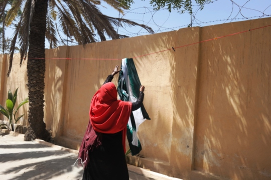 Somalia - women learn to tie dye cloth to sell