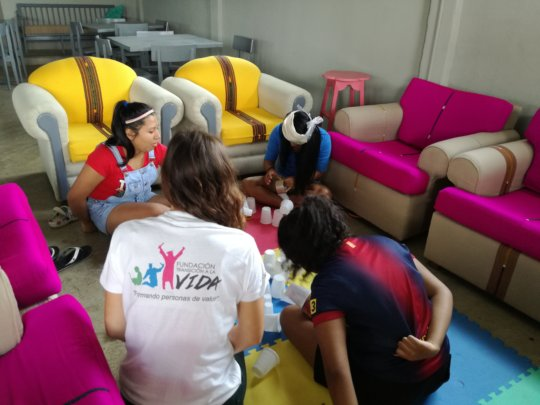 Learning to work as a team and to communicate