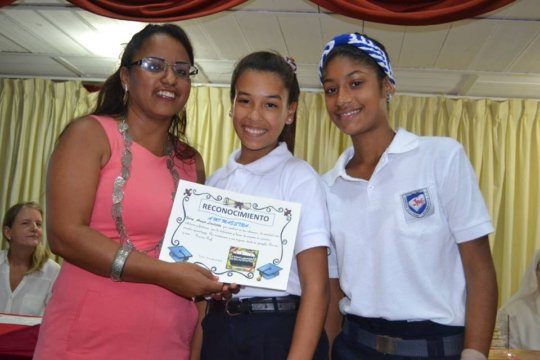 Yeisy receiving a recognition for her work (2016)