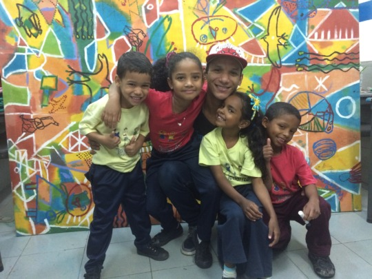 Hanthonyz with 4 of his students
