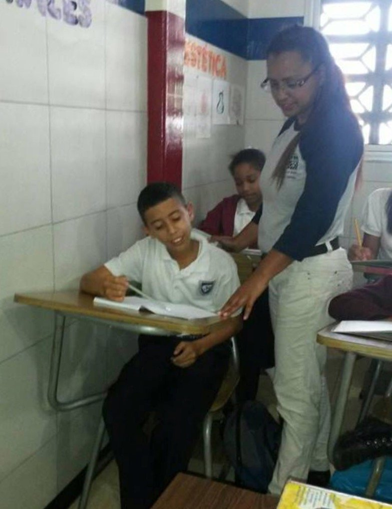Yeisy teaching 6th grade students (2017)