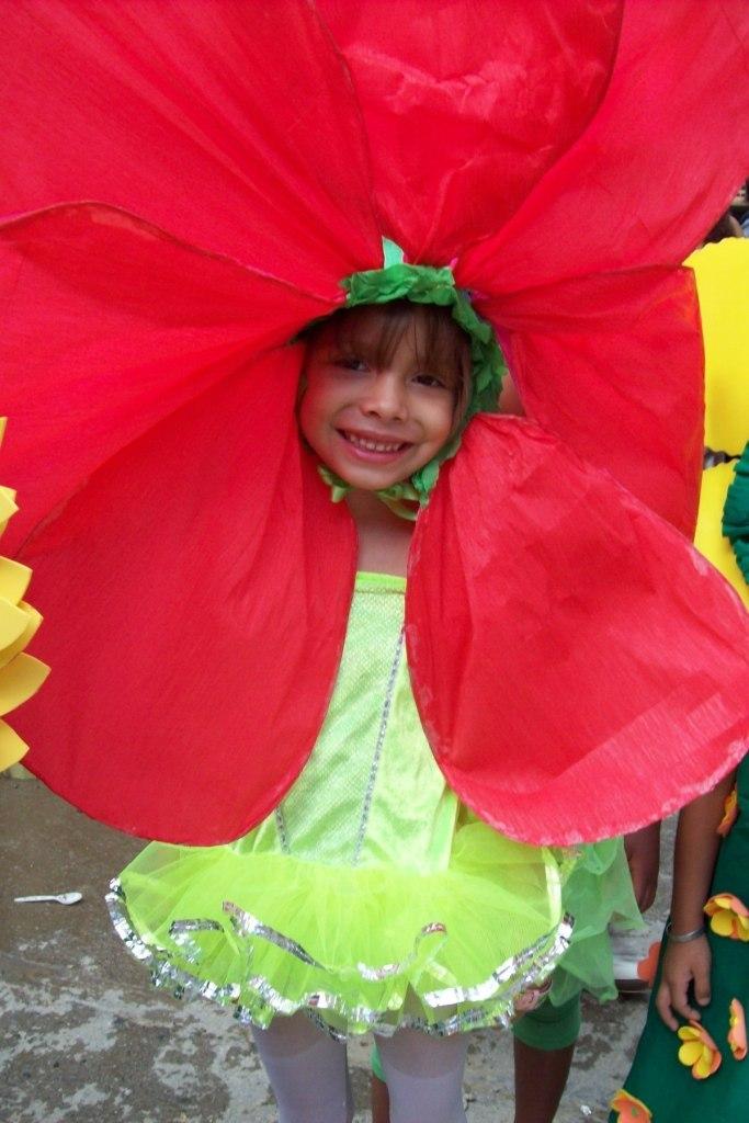 Karen: flower costume - school theater - age: 5yr.