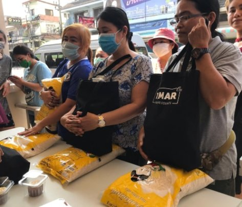 Food Distribution to women that lost their jobs