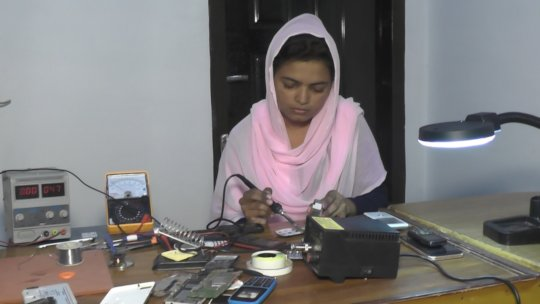 Mobile repairing training for the girls