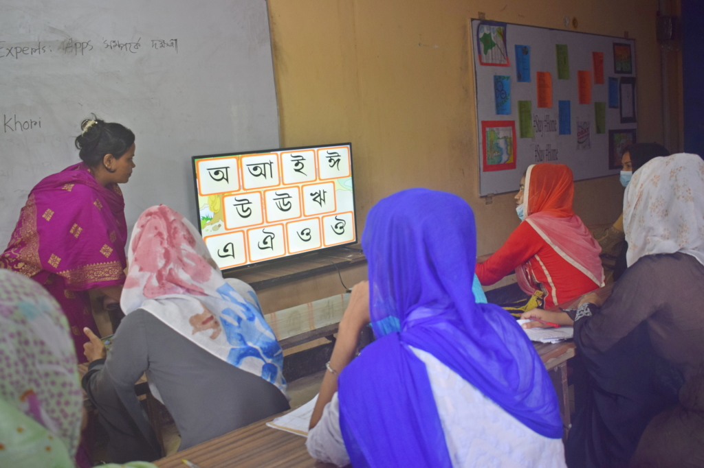 Teachers undergoing smartphone app training