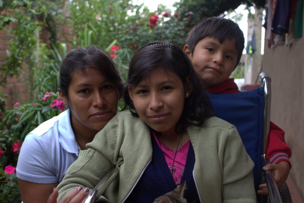 Durly, her mommy Catalina and her brother