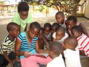 Children reading Biblionef books