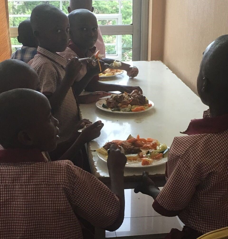 P1 pupils enjoying lunch after the workshop