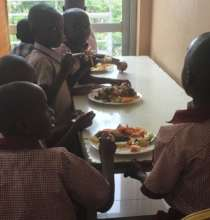 P1 pupils enjoying lunch after the workshop