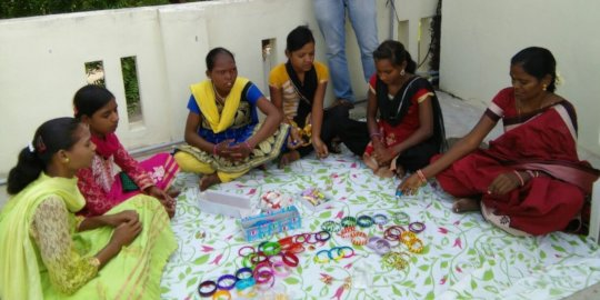 some of girls in the project -Bangle making