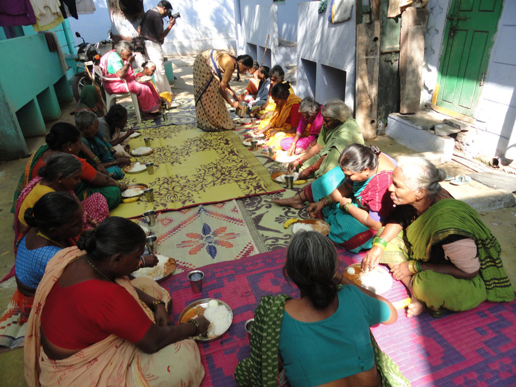 Sponsor Hot Meals for Poor Old Age People in India