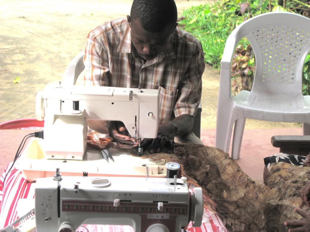 Mario sews textile