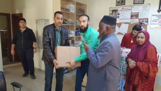 Relief goods being distributed among the Syrians