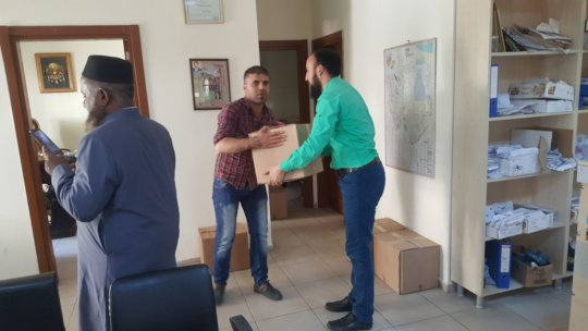 Syrian Refugee receiving the Relief Package