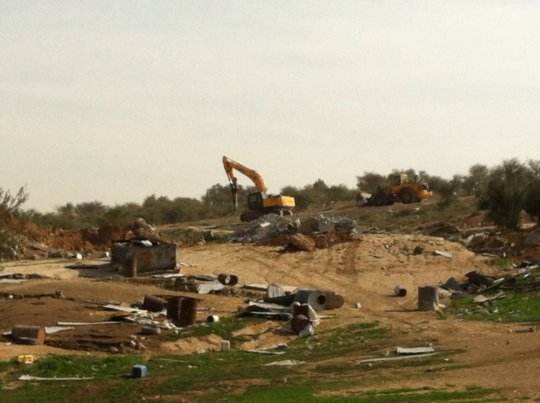 Israeli bulldozers demolish homes in Umm al-Hiran