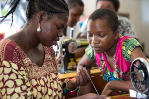 Ladies training at Mabinti, by Sala Lewis