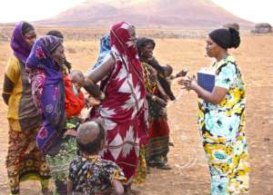 Nomadic women talking with our partner from HODI