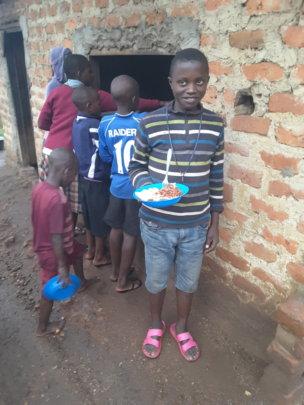Nasasira geting his lunch