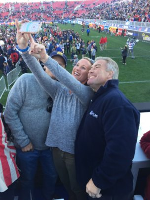 USA win the Sevens - selfies all round