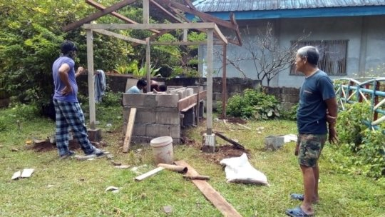 Volunteer parents build WASH sation at school