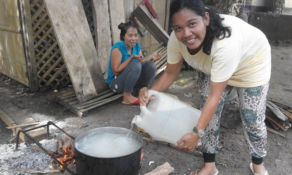 Moms cook lunch with clean water at Bunot Elem