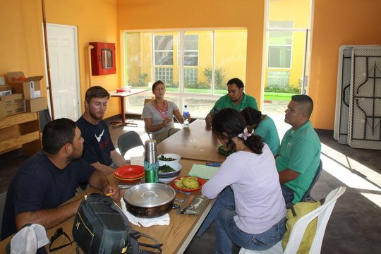 The Global Student Embassy team at Clinica Verde.