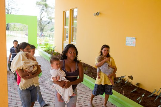 Teen mothers with their babies at Clinica Verde.