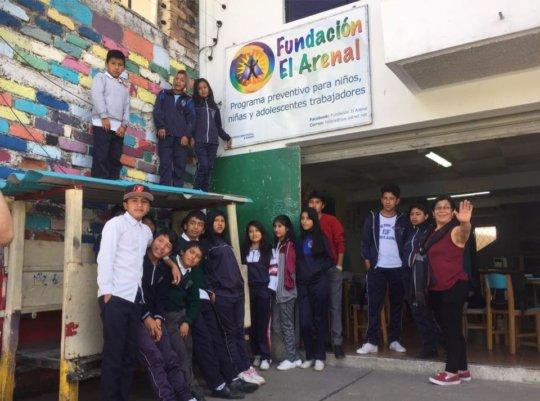 Fundacion El Arenal Director Maribel with kids