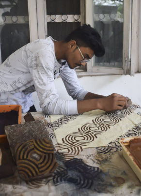 Moinuddin explores concepts in hand print