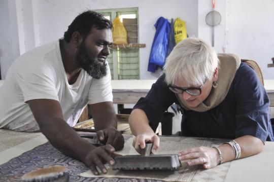 Jabbar teaching ajrakh printing during Open studio
