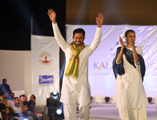Imran walks the Kala Umang fashion show ramp