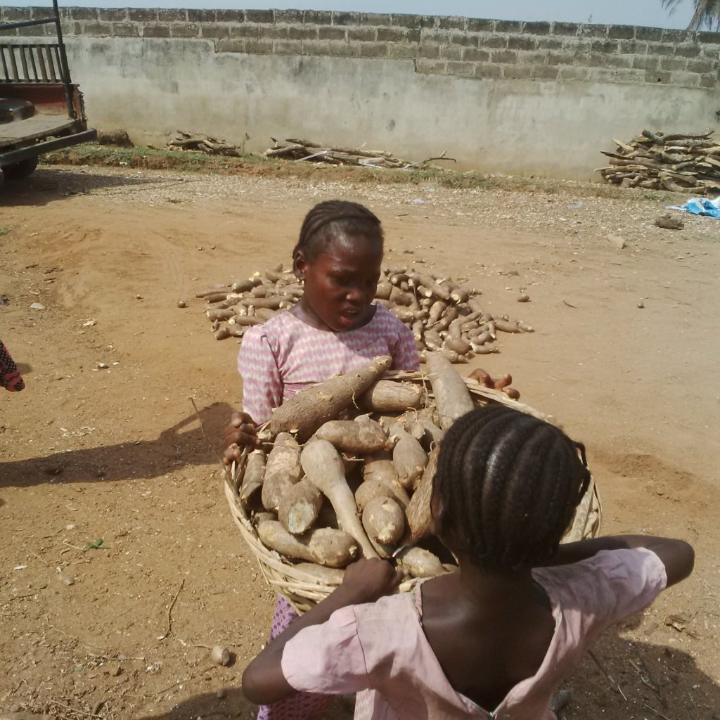 HELP 50 WOMEN FIGHT POVERTY IN NIGERIA