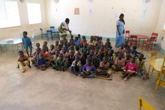 Children of the school of Fina