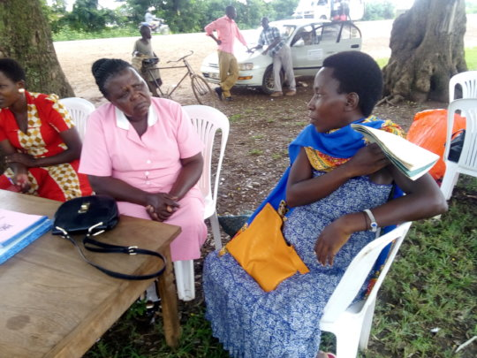A pregnant woman asking for a LLIN at the outreach